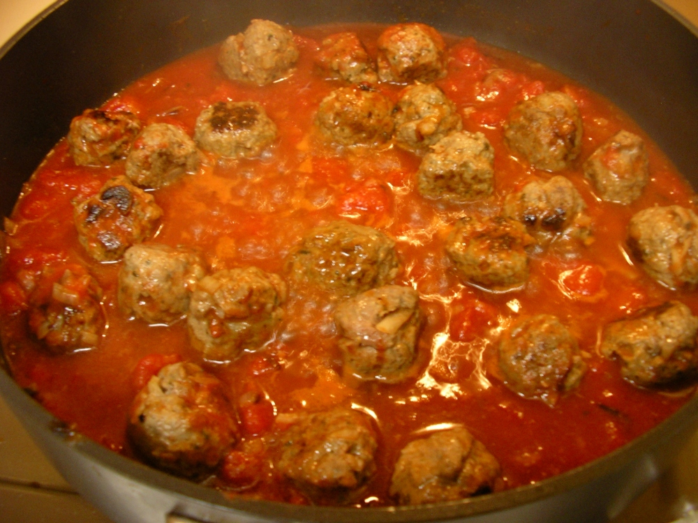 ataleof2kitchens_Meatballs in sauce